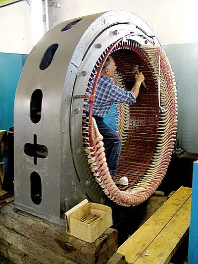 Сборка большого электрического двигателя